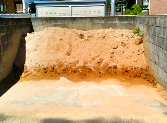庄山土 [Ground Mountain Soil]