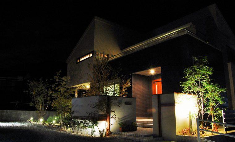 住居内と外の灯りが融合 優雅な夜の空間演出 備前市Y様