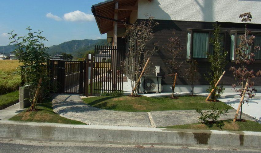 スタンプコンクリートと植栽で創る セミクローズドスタイルのお庭 和気町T様
