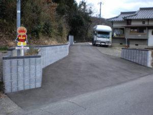 車庫への進入路をアスファルト舗装