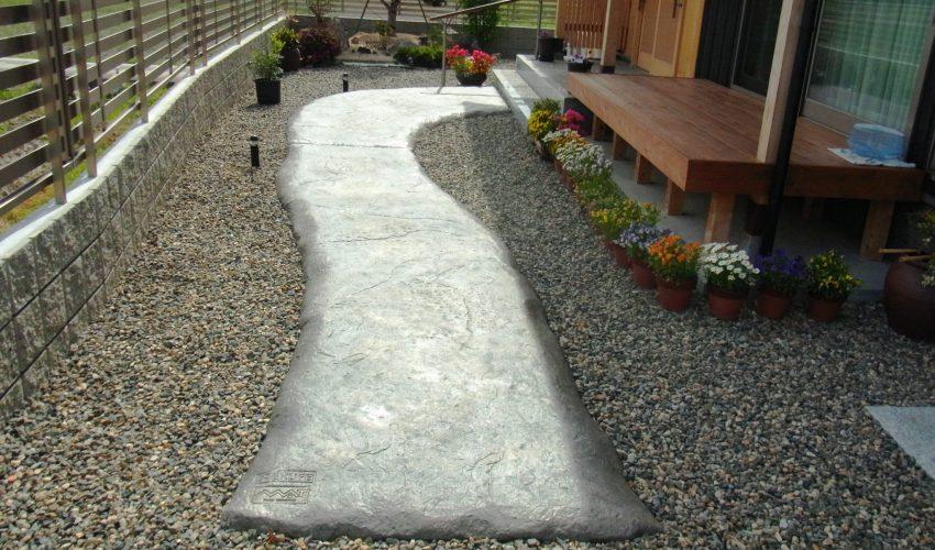 スタンプコンクリートで和風庭園の小道