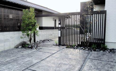 高級感溢れるスタンプコンクリートのアプローチ