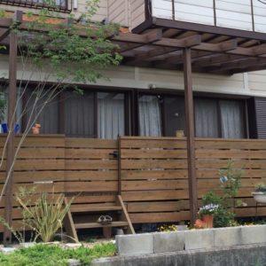 ウッドデッキと雑木の庭